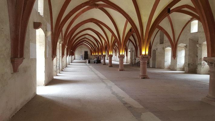 Als Beispiel die Ansicht des Dormitoriums im Kloster Eberbach, Bild H. Forsch
