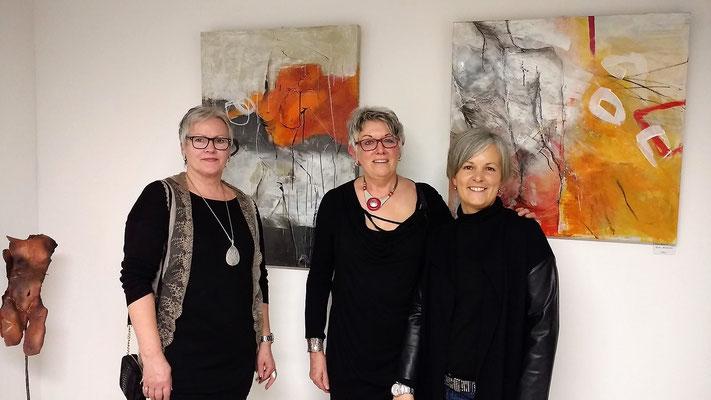 von links: Margit Conde´, Gisela Eicheler (KulturArt), Stafani Weber (Inh. Praxis Fuß und Rücken)