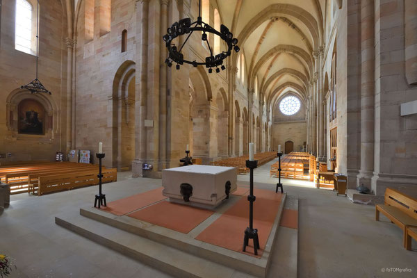 Altar und Mittelschiff Blickrichtung Westen, Bild: T. Lierke