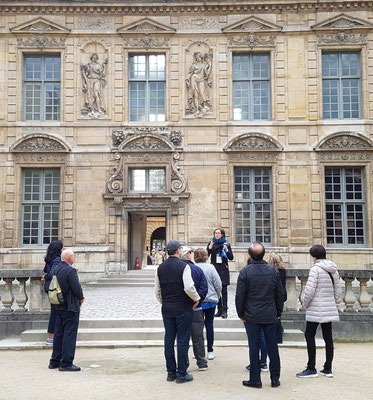 Visite guidée privée dans le Marais - Hôtel de Sully