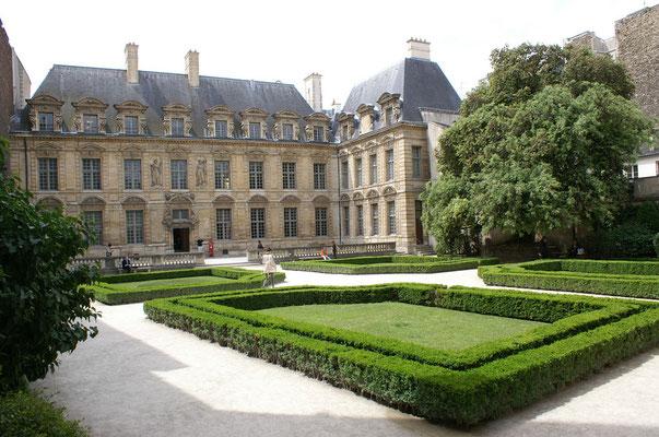 Visite privée Marais originale Paris histoire et art contemporain