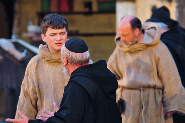 Alinardus (Werner Jusek) erkennt in den Vorgängen die Offenbarung des Johannes.