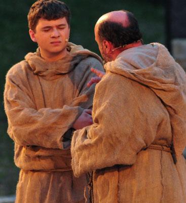 Wer könnte die die beiden toten Mönche auf dem Gewissen haben?