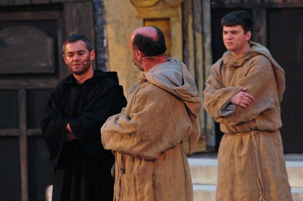 Um die Vorfälle aufzuklären, befragen Sie auch den unscheinbaren Berengar (Achim Rebele)...