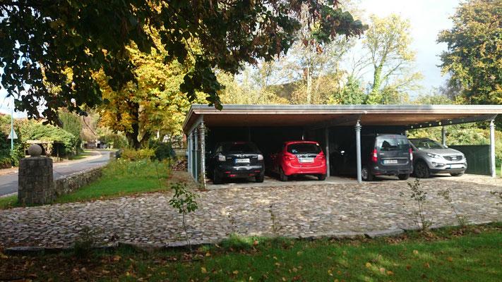 Der Carport mit 4 Stellplätzen