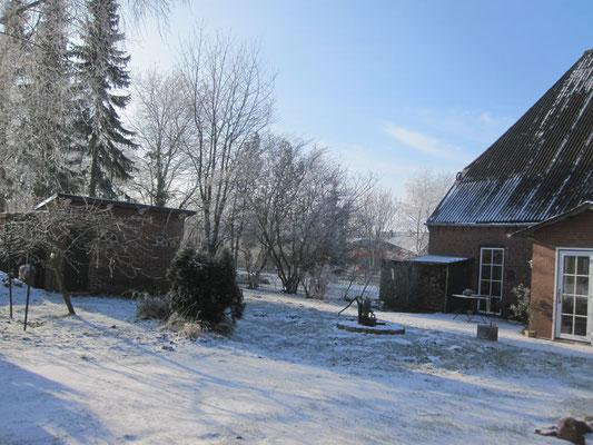 der südliche Gartenbereich im Winter