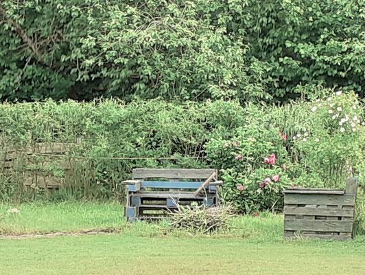 Sitzplatz an der offenen Feuerstelle