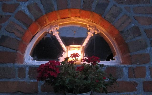 eines der alten Fenster am Hühnerhaus