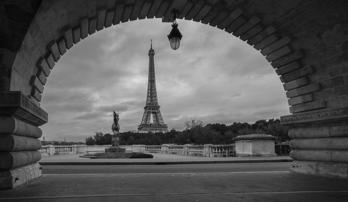 Eiffel Tower seen from the Pont de Bir-Hakeim