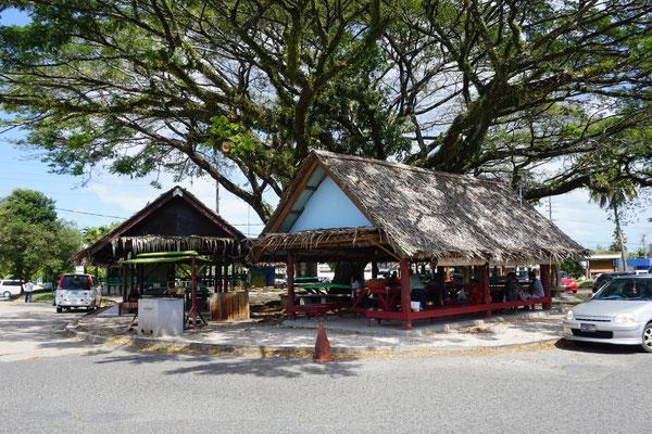 Marktplatz auf dem lokales Obst und Gemüse verkauft wird