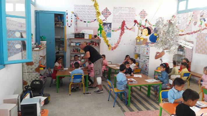 Distribution à l'école de Matmata
