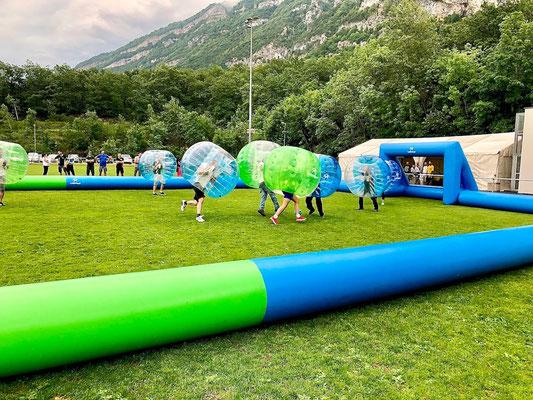 bubble foot avec terrain gonflable pour tournoi sportif d'entreprise Annecy