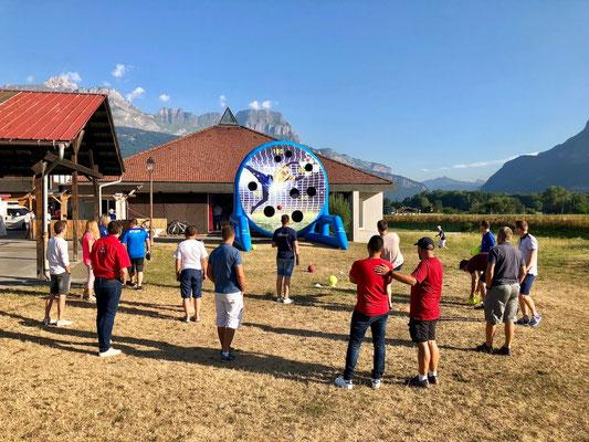 Séminaire outdoor jeu sur cible gonflable géante
