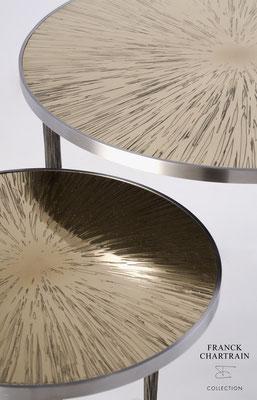 TABLES GIGOGNES ASTRES Bronze texturé, acier poli, pieds acier texturé