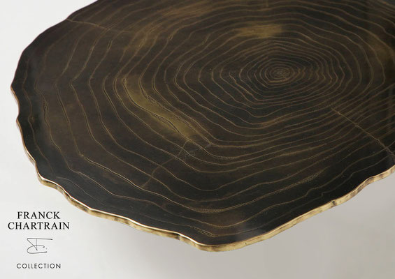 NARCISSUS COFFEE TABLE Textured bronze, black steel base