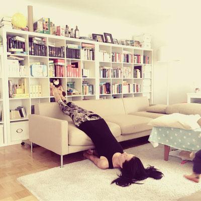 Bild 7: Variation Schulterstand mit Couch gestreckte Beine