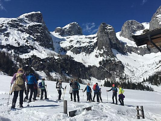 Yoga und Schneeschuhwandern