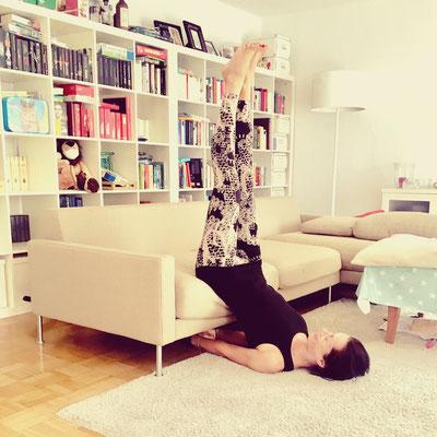 Bild 4: Variation unterstützter Schulterstand mit Couch