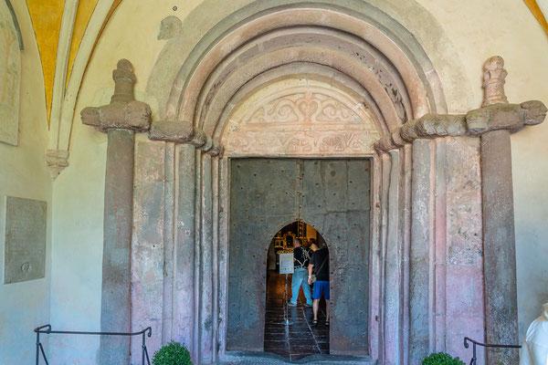 Eingangsportal der Klosterkirche