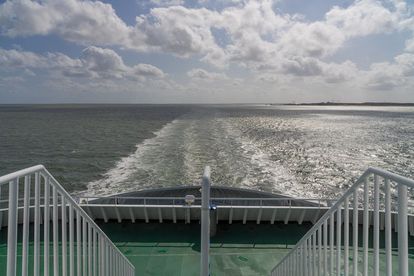 im Hintergrund der Hafen von List