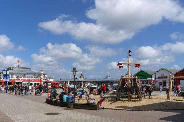 Vergnügungspark am Hafen