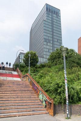 Der kürzeste Weg von den St. Pauli Landebrücken zur Reeperbahn führt über diese Treppe