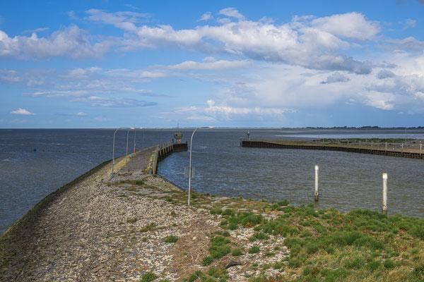 Die Ausfahrt aus der Bootsschleuse in Richtung Nordsee