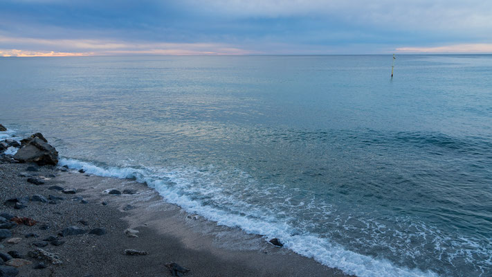 morgens 6 Uhr am Mittelmeerstrand