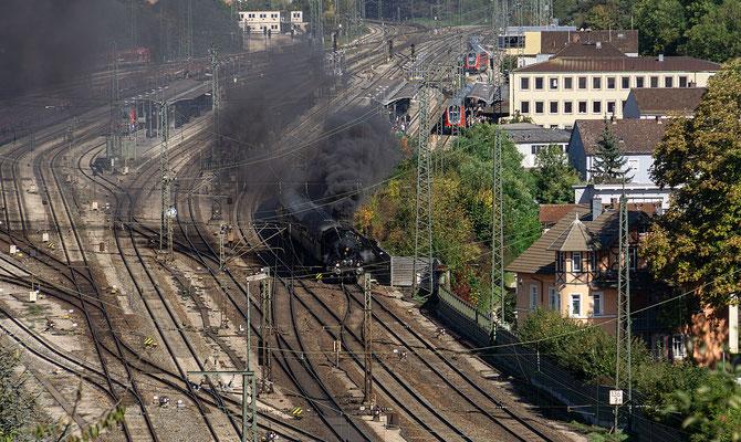 Der Zug nimmt Fahrt auf