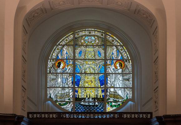 Fenster über dem Hauptportal
