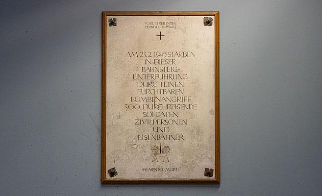 Gedenktafel an die Luftangriffe