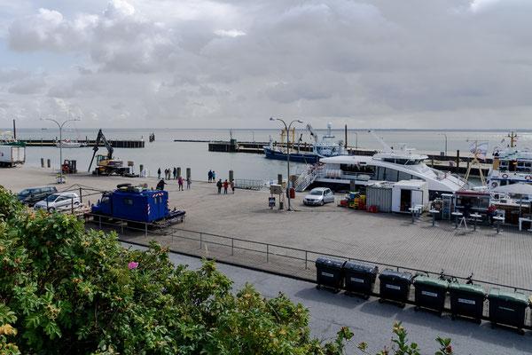 Blick von der Düne in den Hafenbereich von Hörnum