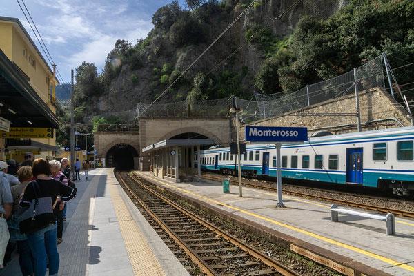 Warten auf den Zug nach Levanto