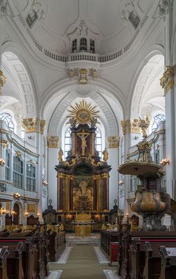Altar /Innenraum von St. Michaelis