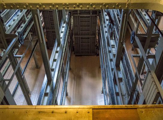 Blick in den Aufzugschacht