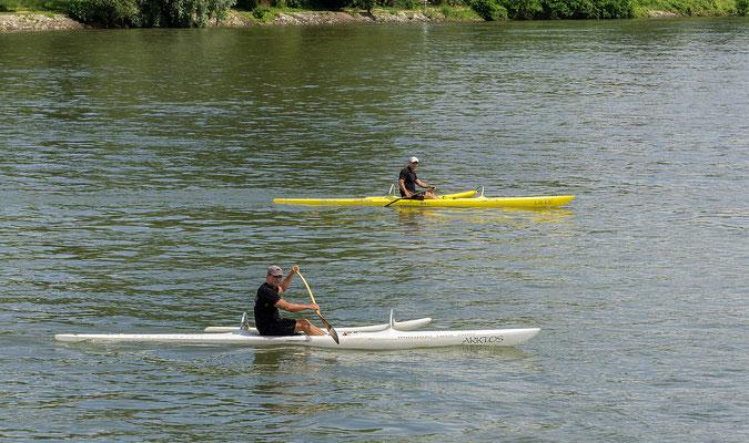 LILLY und ARCTOS mit ihren Kapitänen auf dem Fluß