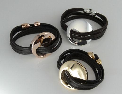 """Armband """"Cavalaire"""" in silber, gelb und rosé vergoldet mit dunkelbraunem Leder"""
