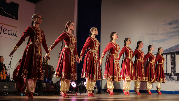 Ensemble BALKARIA (République de Kabardino-Balkarie) - FOLKOLOR 2016 - Photo Michel Renard