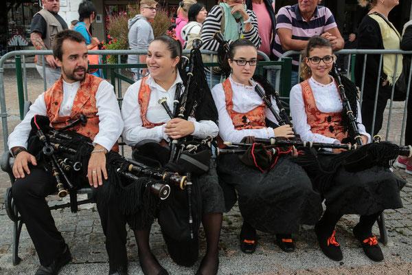 Banda Gaitas Castro Bérgidum (Espagne) Photo Michel Renard - FOLKOLOR 2015