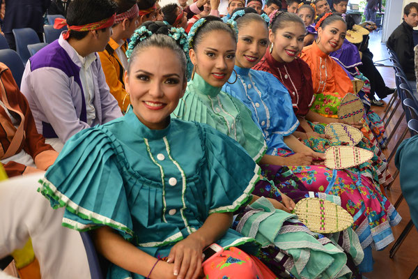 Compañia Mexicana de Danza Folklorica (Mexique) - FOLKOLOR 2016 - Photo Georges Sigro