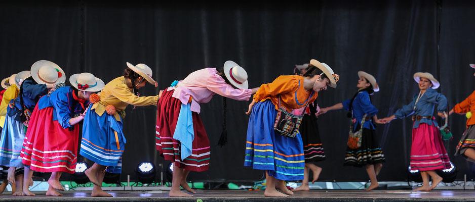 Compañia SENTIRES (Cordoba - Argentine) Photo Michel Renard - FOLKOLOR 2015