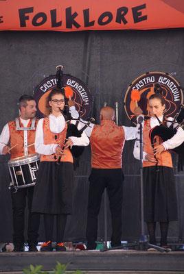 Banda Gaitas Castro Bérgidum (Espagne) Photo TEX - FOLKOLOR 2015