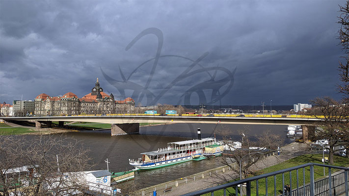 Dresdener Elbe - Fähre
