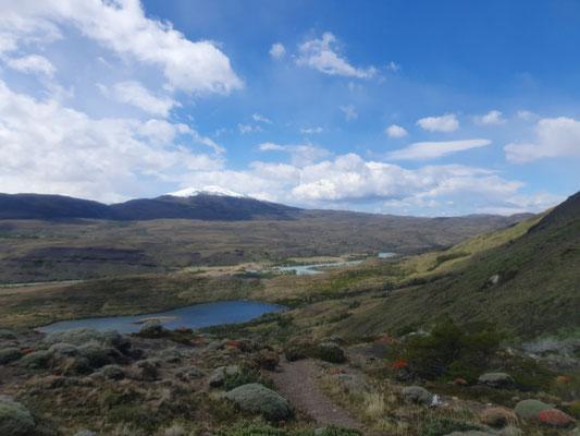 Endlich richtige Tundra - die Berge noch ohne Schnee
