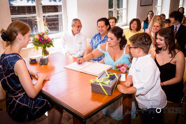 Hochzeit [ Trauungszeremonie mit Trauzeugen und Unterschrift | Standesamt Linner Mühle, Krailling ]