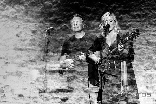 Claudia Koreck DUO mit ihrem Mann Gunnar Graewert | BEEon stage [ Groundlift Studio Alte Brauerei Stegen ]  - Doppelbelichtung schwarzweiss