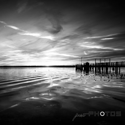Ammersee - Dampfersteg in Herrsching im Sonnenuntergang | Schwarz-Weiß