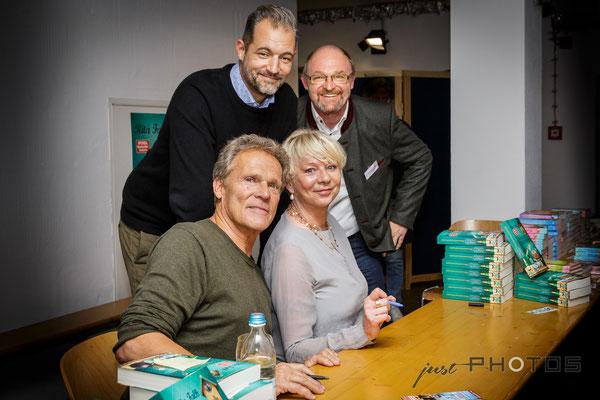 Lesung Guglhupfgschwader | v.l.: vorne Christian Tramitz, Rita Falk, hinten Florian Wagner, Bernhard Schloemer [ Florian-Stadl Andechs ]
