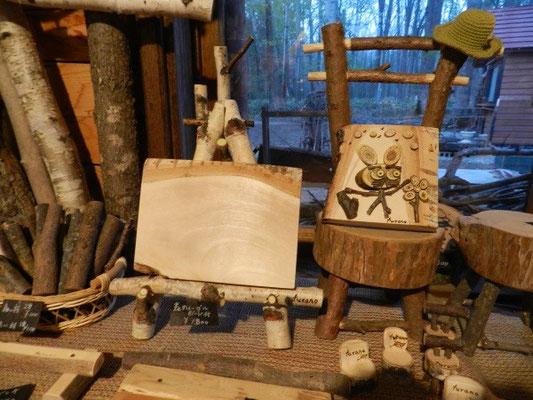 枝で作るイーゼルと椅子