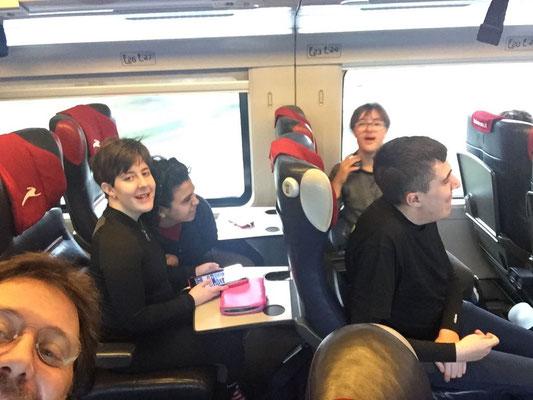 I ragazzi della Canottieri Rumon in treno